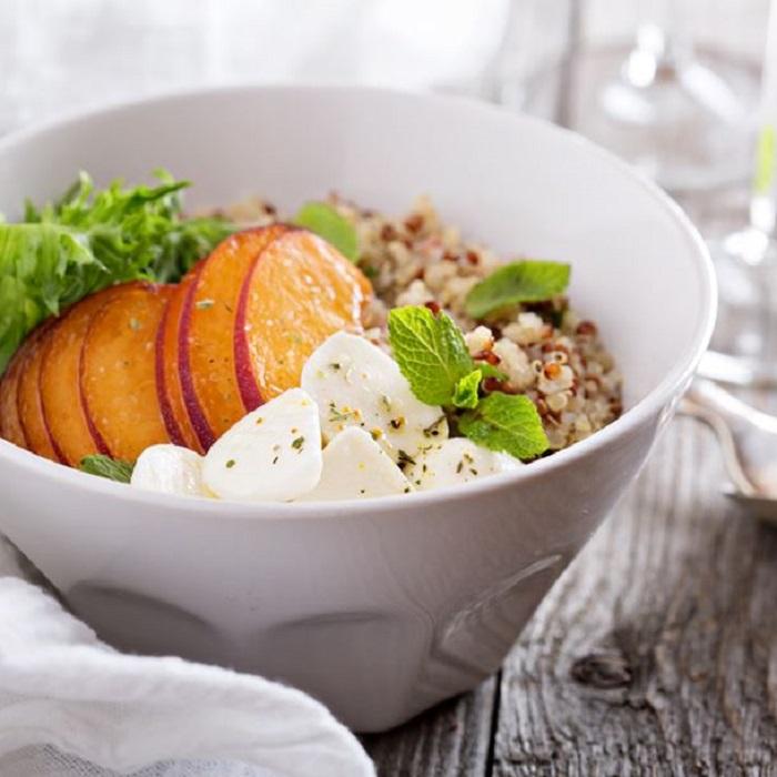 Recette : Salade Quinoa, Féta et Pêche