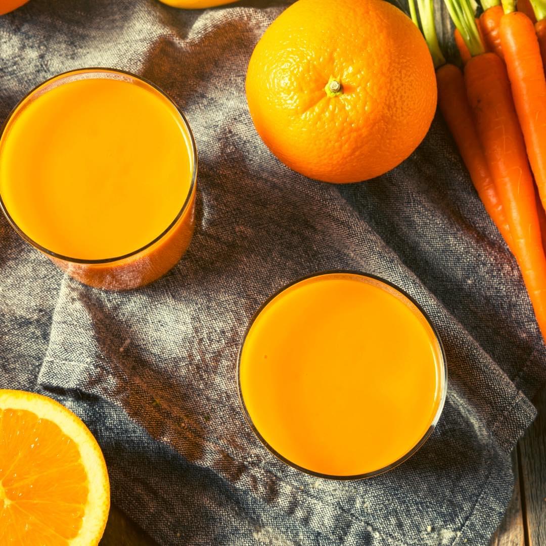 Jus d\'orange, carotte et curcuma bio