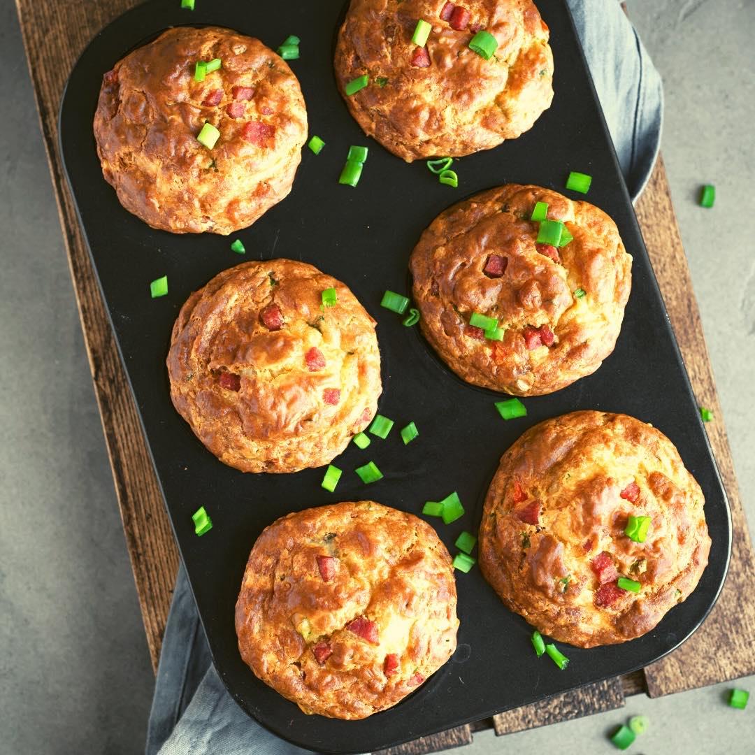 Muffins au chèvre, aux figues, tomates séchées et graines de sésame