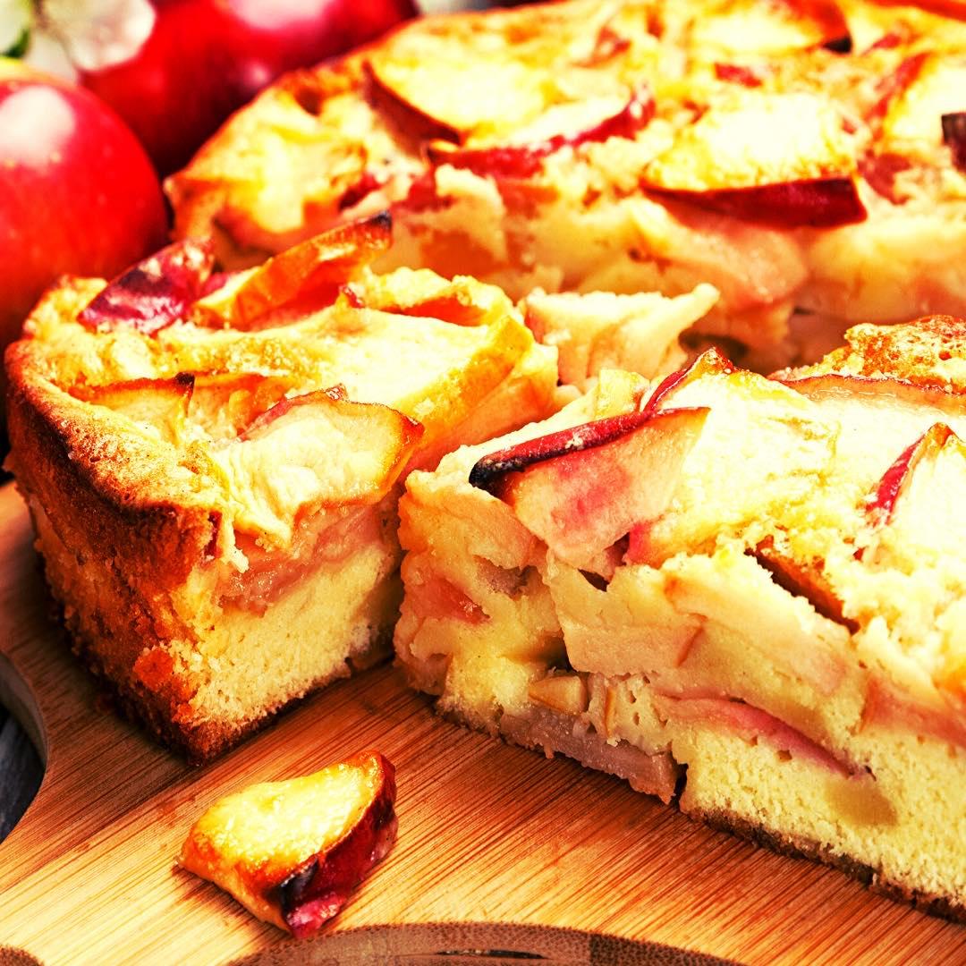 Gâteau moelleux aux pommes, cannelle bio et crème fraîche