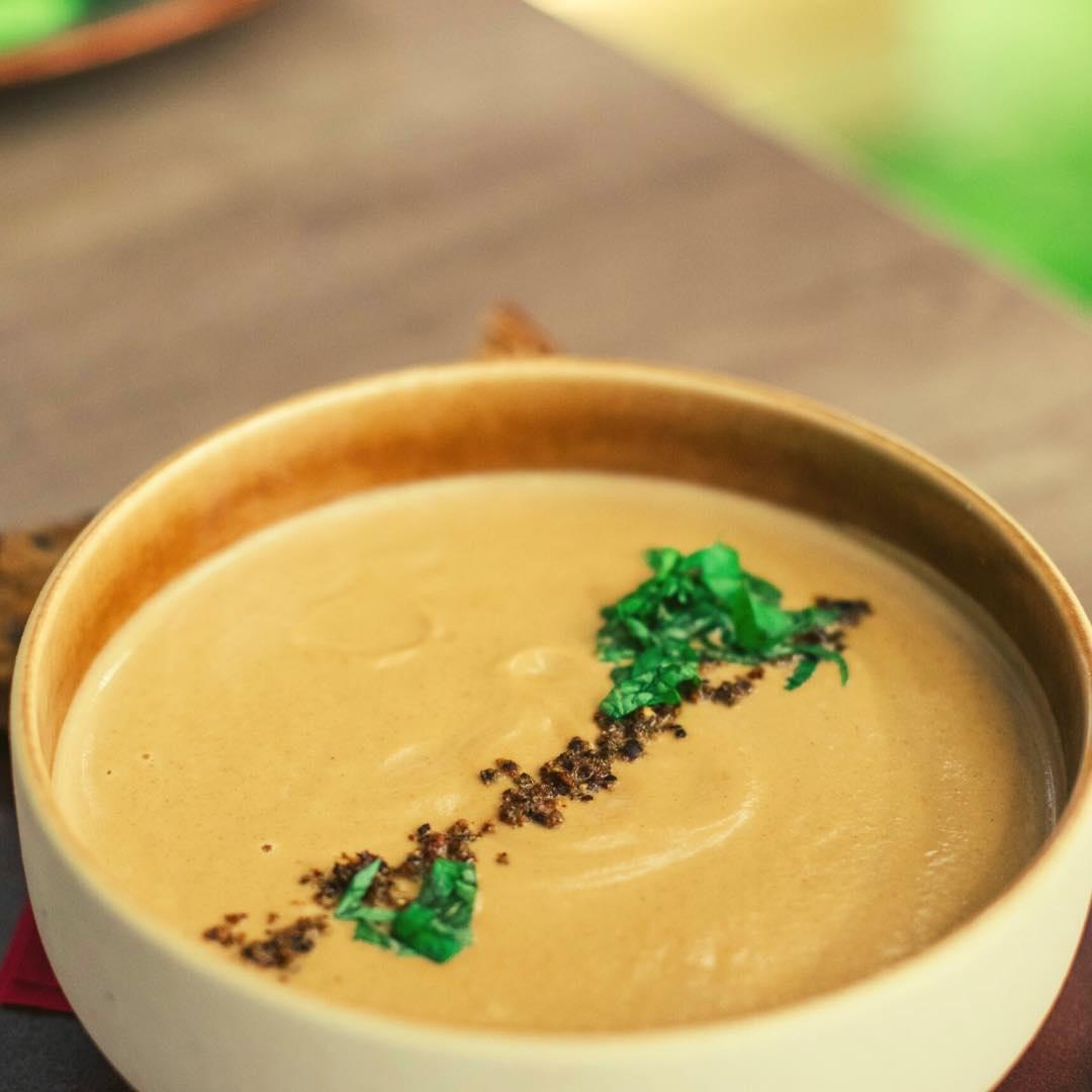 Soupe de céleri, châtaignes et noix bio