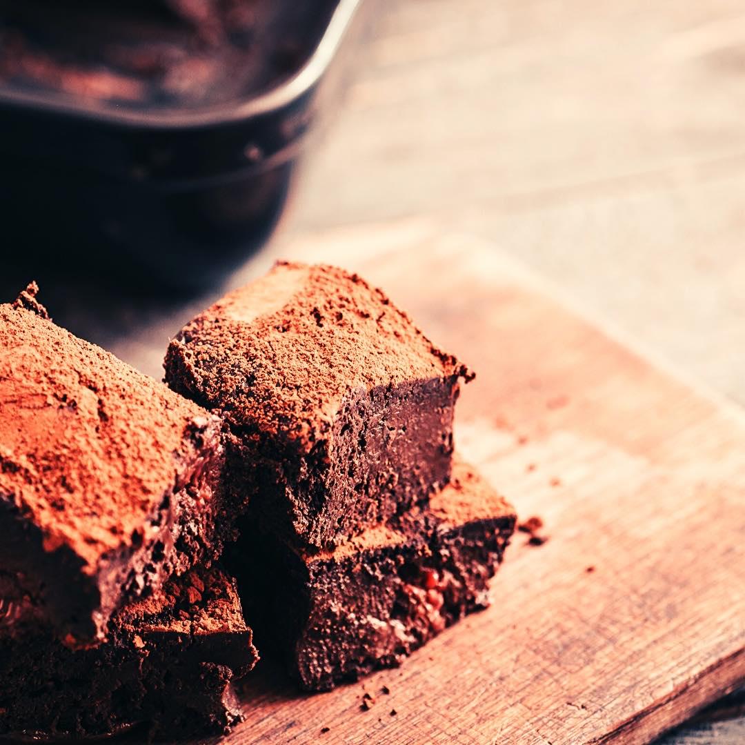 Petits carrés au chocolat et aux noix bio