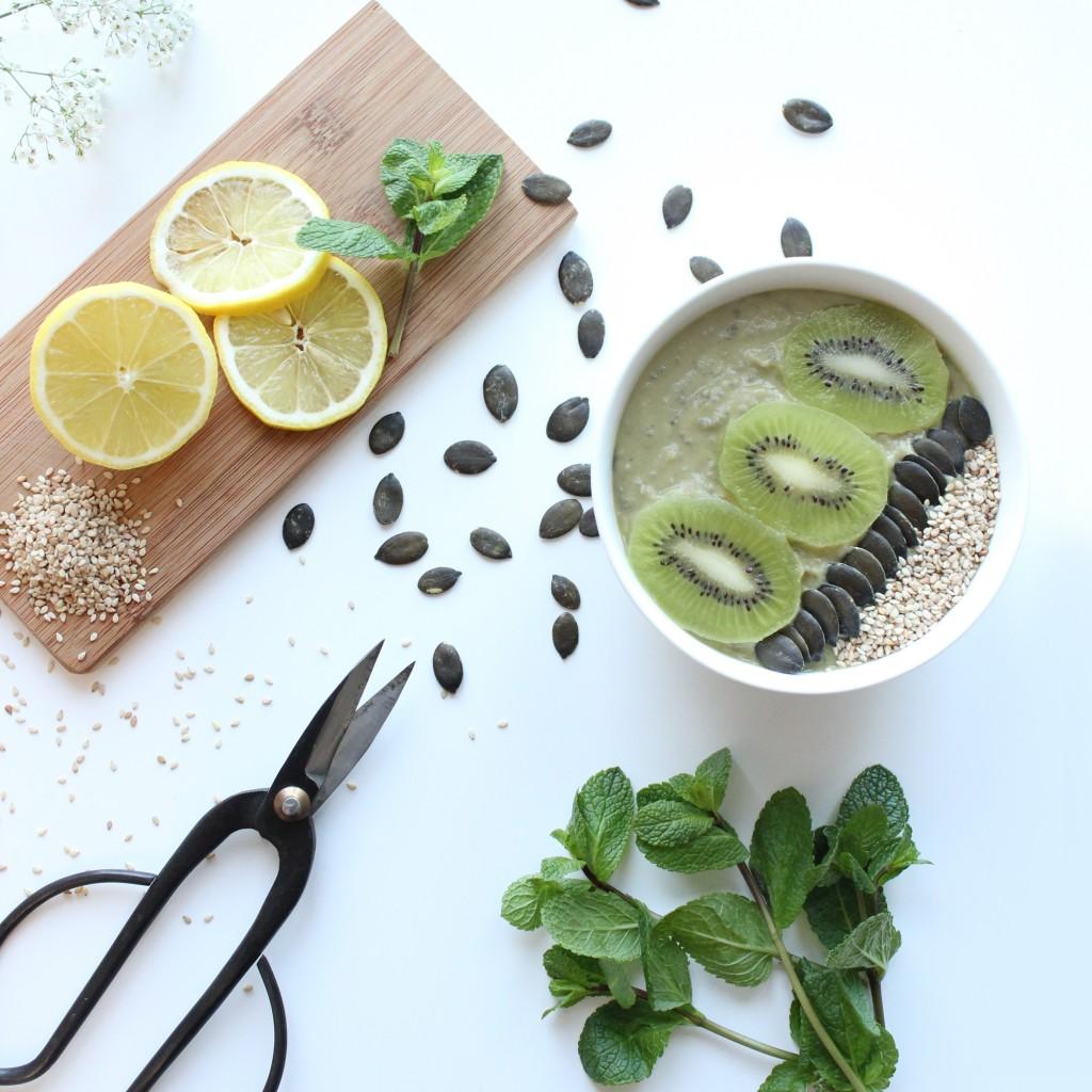 Smoothie bowl avocat-banane aux graines de Chia <br>