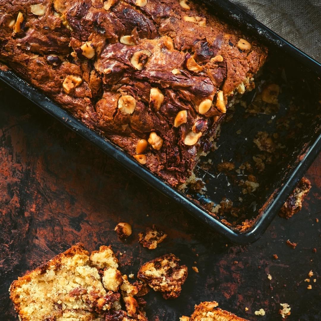 Cake moelleux aux noisettes et pépites de chocolat bio