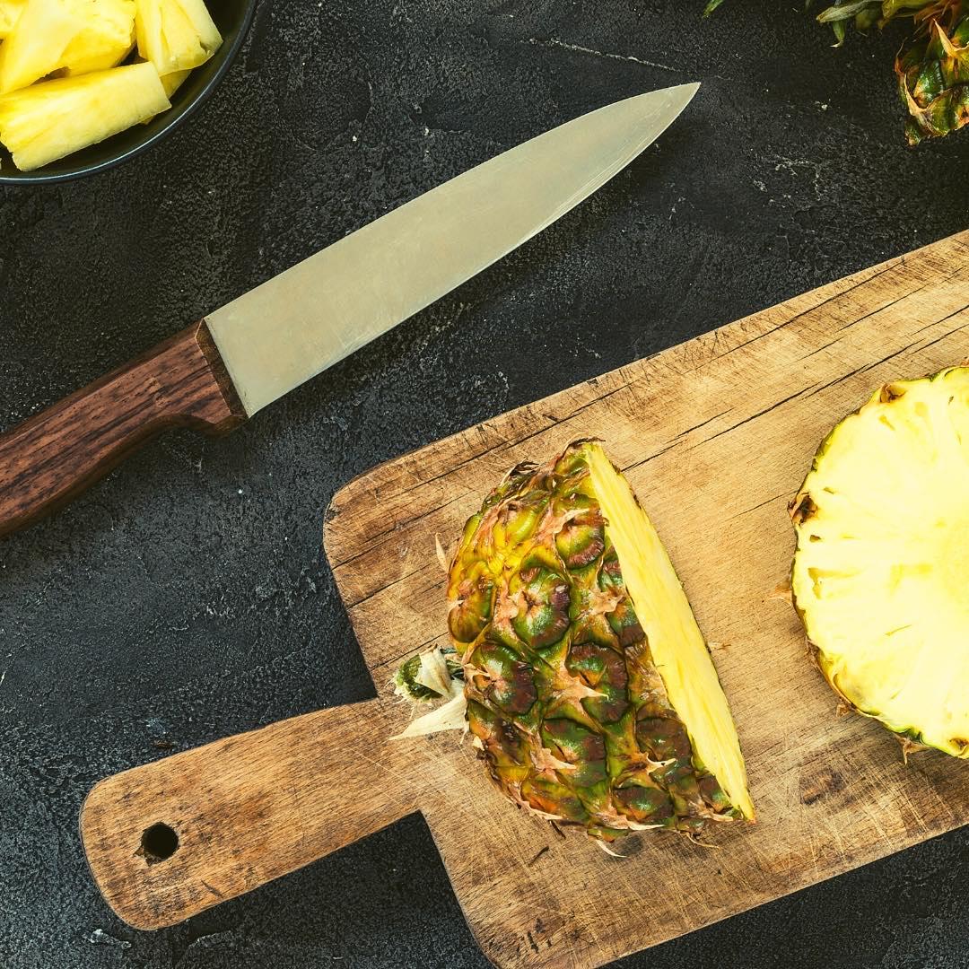 Ananas rôti à la cannelle et aux dattes medjools bio