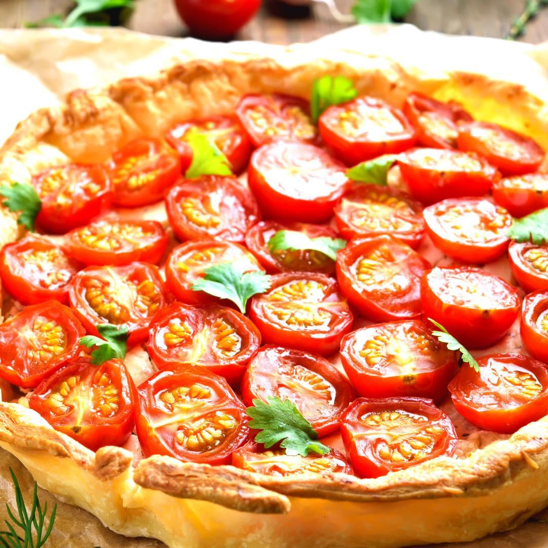 Tarte à la tomate et aux oignons confits au miel