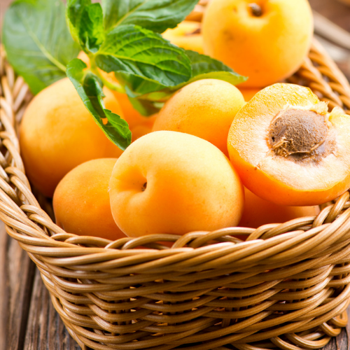 Abricots farcis au chèvre frais & noisettes